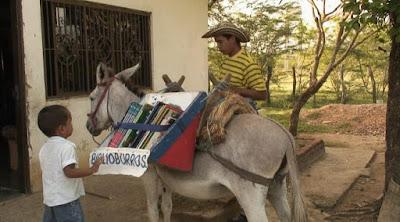 Perpustakaan berjalan keledai - Sekitar Dunia Unik