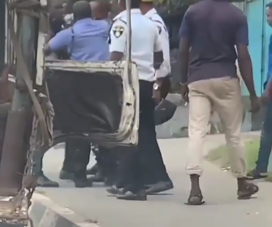 Police and VIO officers will argue over who should inspect cars in Lagos