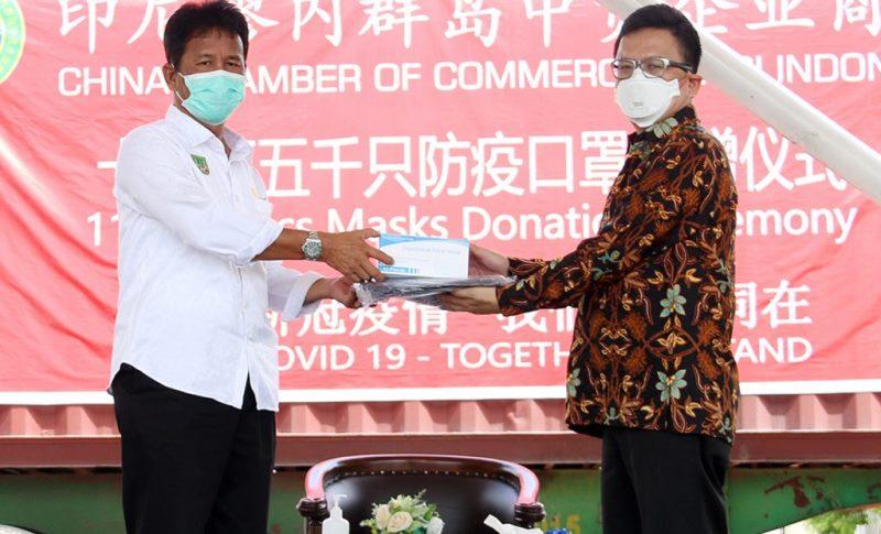 China Chamber of Commerce-Kepri Beri Bantuan 115 Ribu Masker dan 50 APD untuk Batam