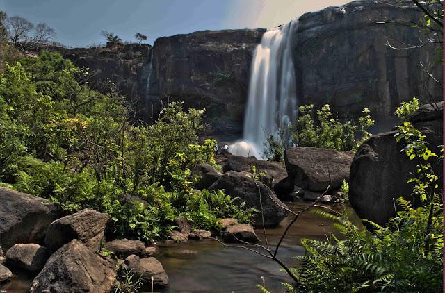 Athirappally Falls - Thrissur - www.touristplacesinkerala.tk