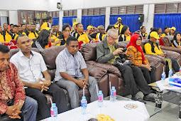 Pahimah Iskandar dan Hularion Lega Lepas 70 Orang Kontingen Pesparani dari Kota Sorong