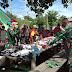JAYAPURA: Jelang Tahun Baru 2021, Satgas Yonif MR 413 Kostrad Bagikan Kaos Layak Pakai