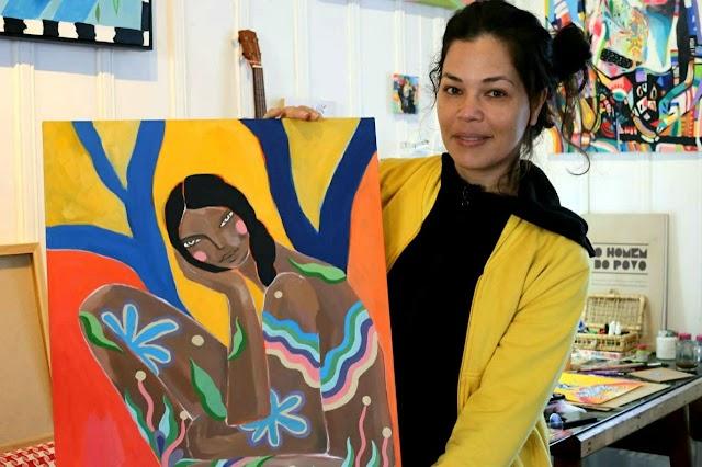 Artistas do Iguaçu: Com cores, símbolos e mistura de povos, Cleise Vidal pinta quadros sobre as sutilezas do mundo