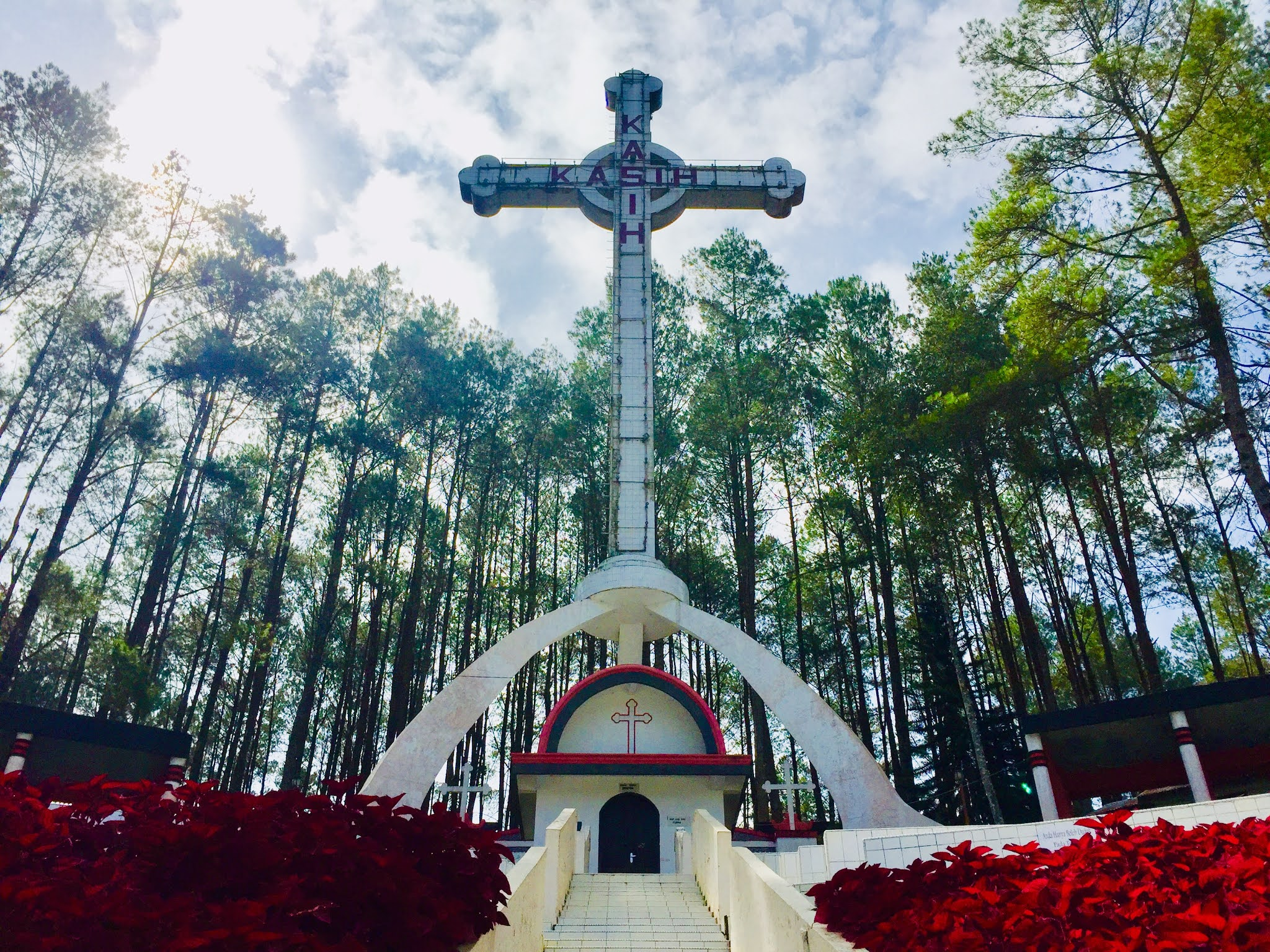 Travel Blogger Medan: Salib Kasih Siatas Barita Tarutung, Saksi