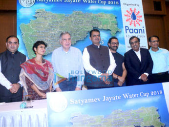 Aamir-Khan-attends-Paani-Foundation-event