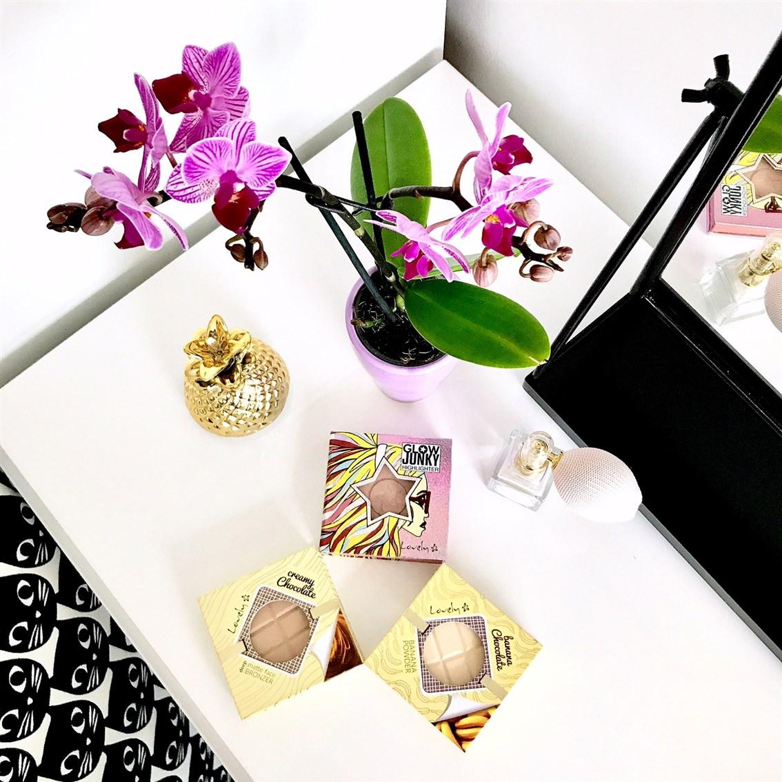 zdjęcie przedstawiające kosmetyki Lovely z Rossmanna