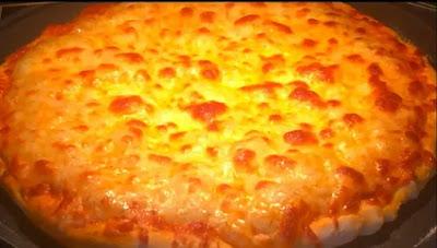 طريقة عمل البيتزا بالجبنة بالصور