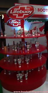 Booth Lifebuoy dengan 2 varian berbagai ukuran