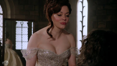 Cora (Rose McGowan)