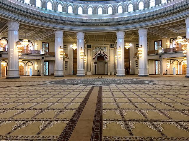 トルクメニスタンはアシュガバード郊外にある中央アジア最大(とされる)モスク「Gypjak Mosque」(テュルクメンバシュ・ルーフ・モスク)