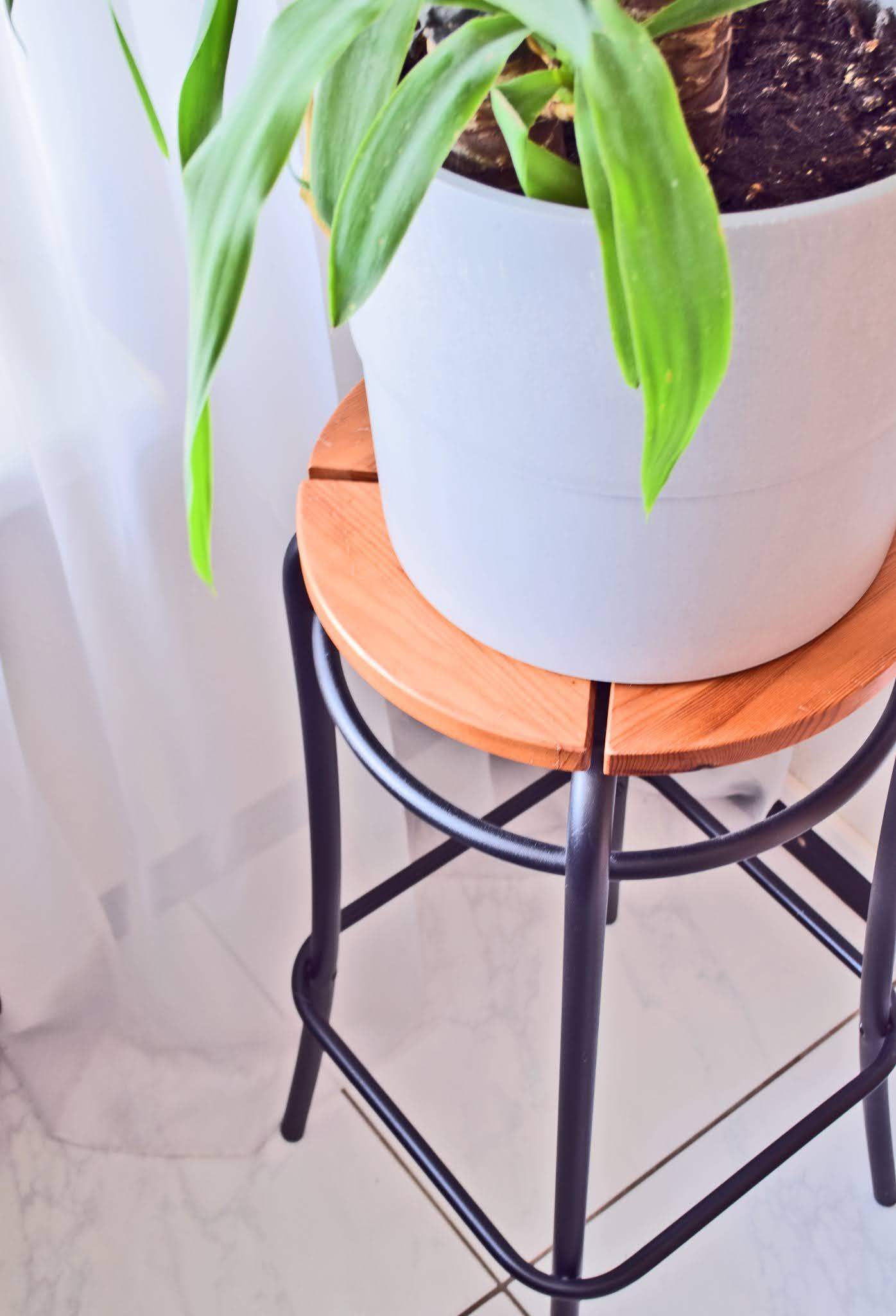 stolik pod kwiaty