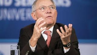 Σφυρίζει «κλέφτικα» ο Σόιμπλε για την Deutsche Bank