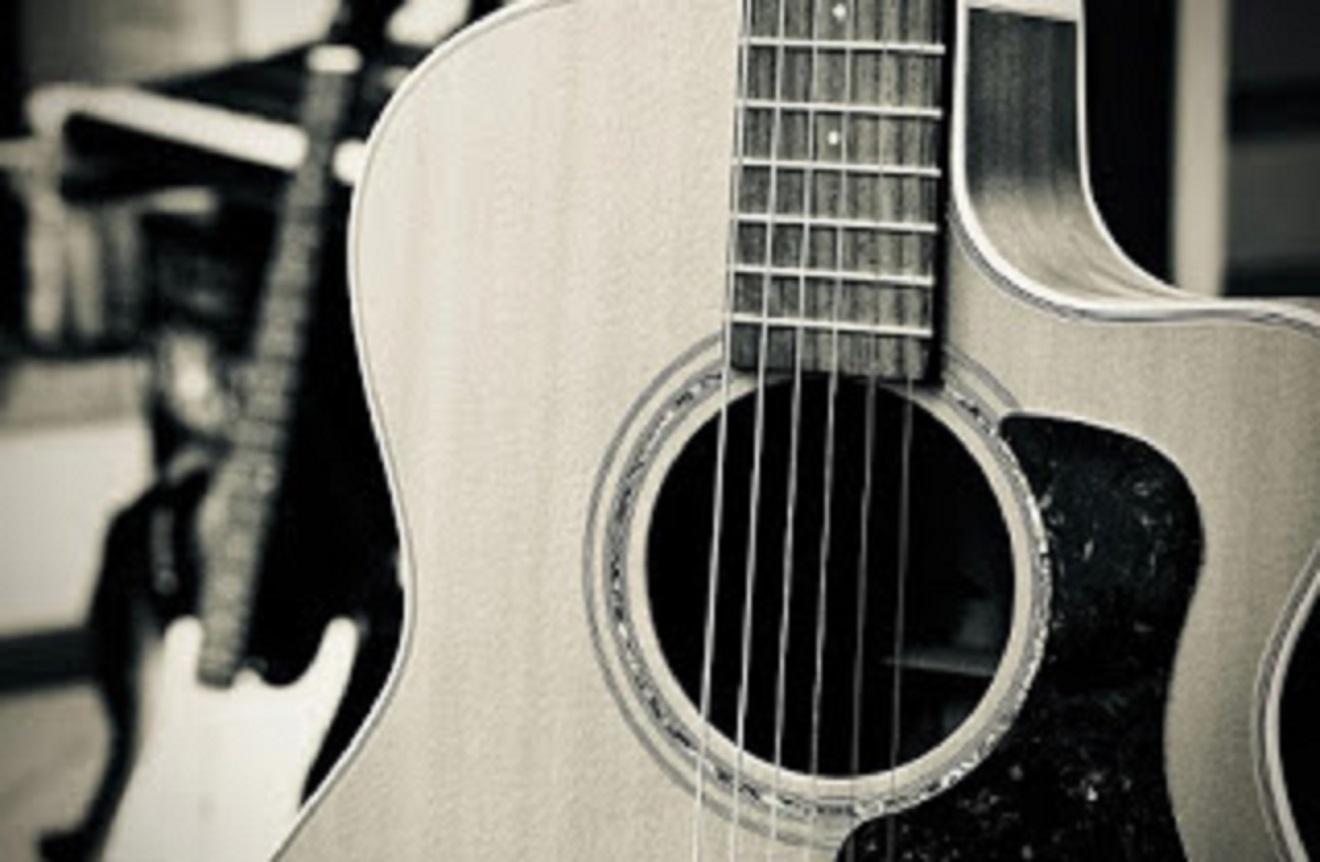 gitar akustik 2 jutaan