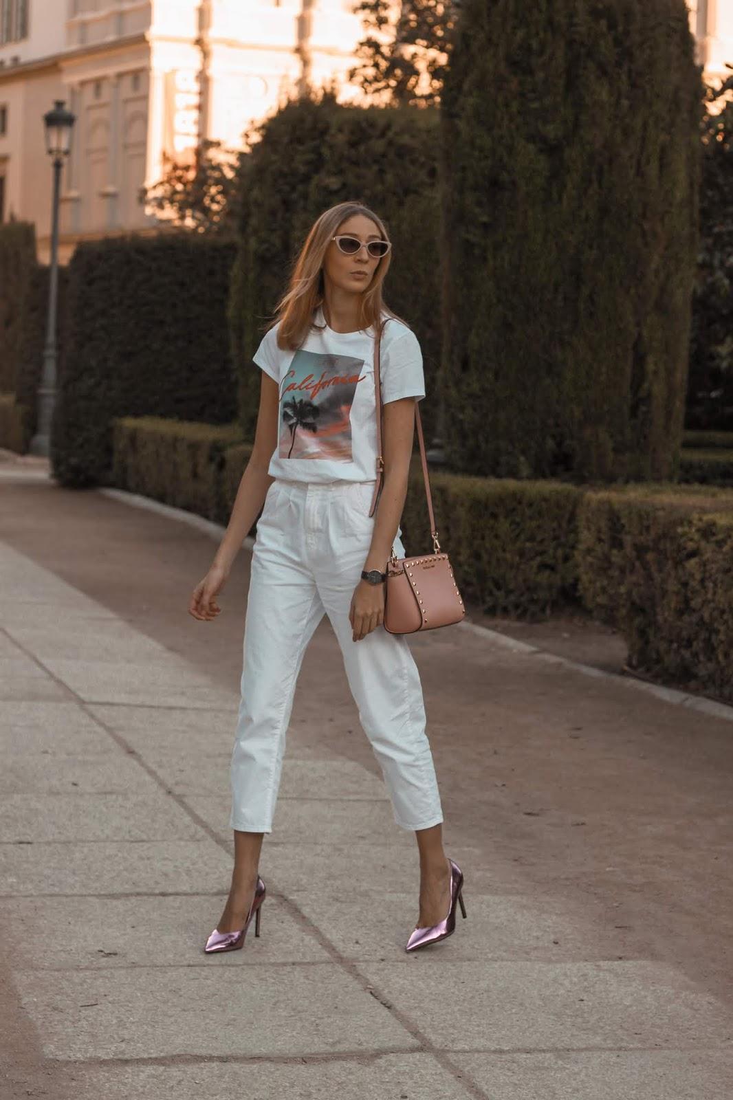 levis-balloon-pleated-blanco-stilettos-fluor-bershka-street-style