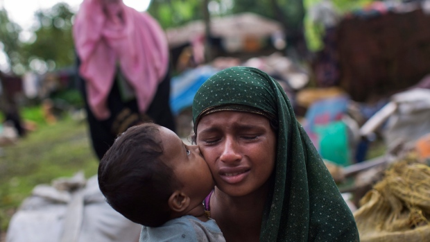 Tens of thousands of Rohingya pour into Bangladesh