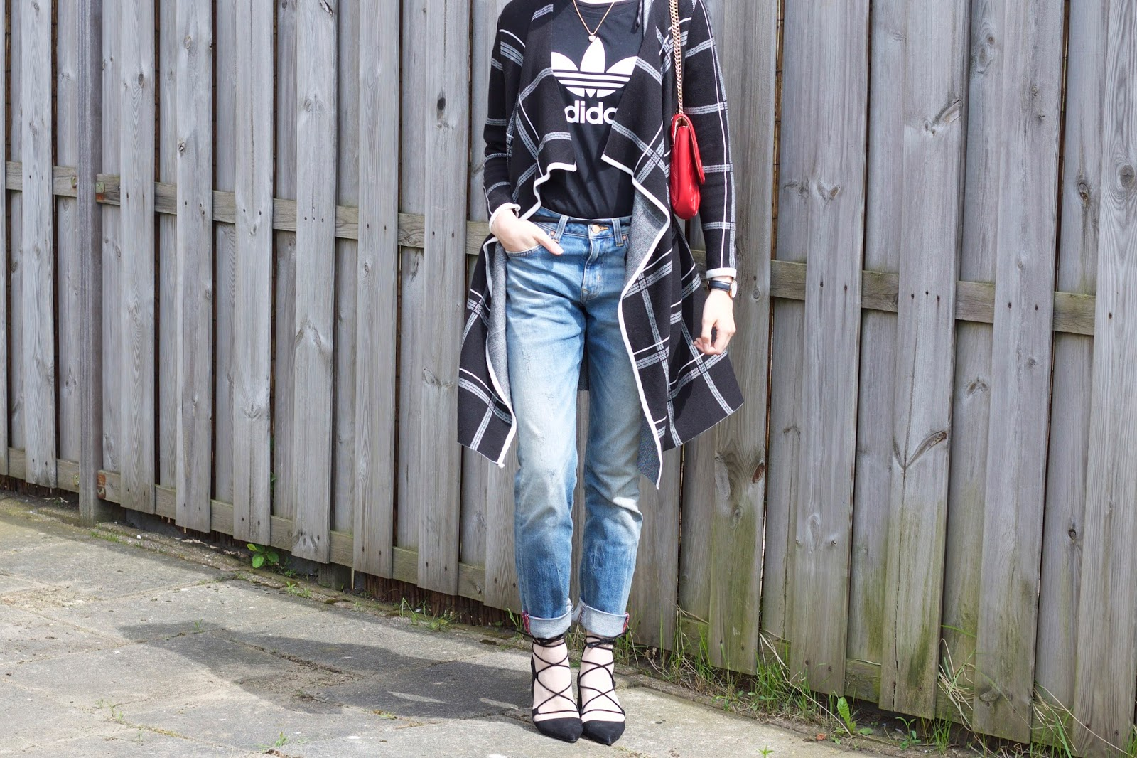 adidas t-shirt and boyfriend jeans