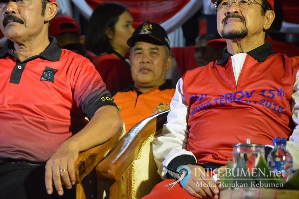 Disaksikan Gus Yazid, Kontingen Kebumen Ikut Defile Pembukaan Porprov Jateng di Solo