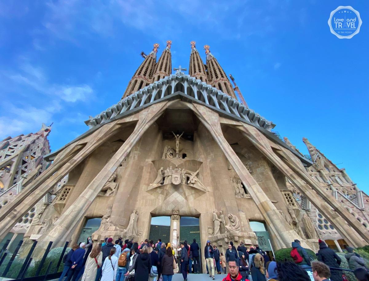 fachada da Paixão Sagrada Familia