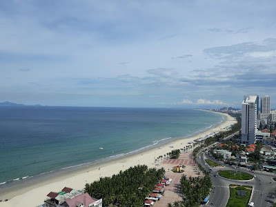 ホテルの屋上プールから見える景色
