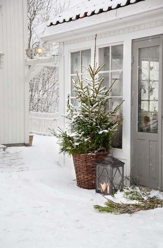 Wonderful Christmas decorating ideas for magical outdoor spaces