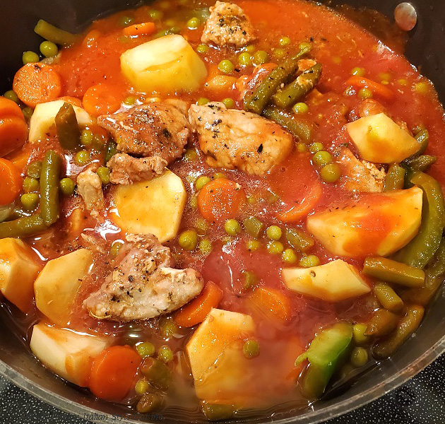 this is a basic pot of Italian stew with potatoes, peas, beans, tomato sauce, carrots and green beans with lots of peppers