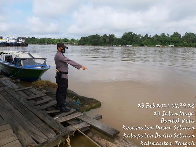 Personel Polsek Dusel Laksanakan Patroli Cek Ketinggian Air di Das Barito, Antisipasi Banjir