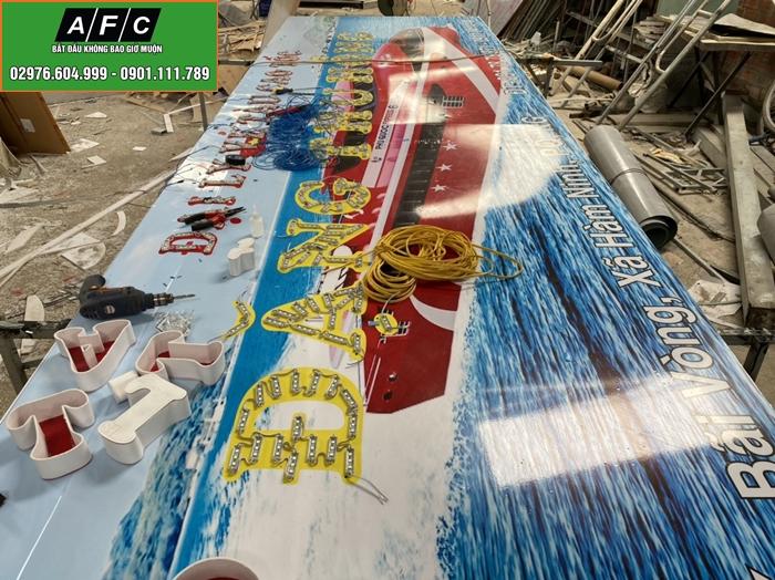 Thi công bảng hiệu chữ nổi Mica gắn đèn Led tại Phú Quốc