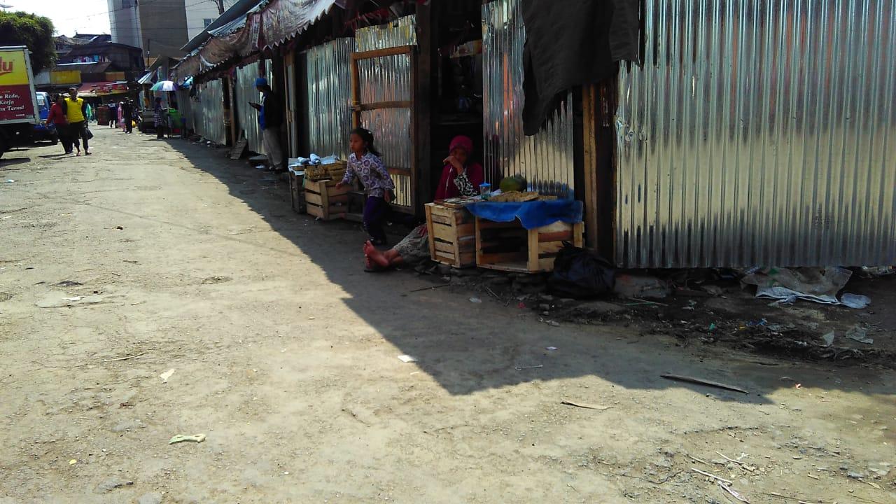 Jalur Pembangunan Pasar Kembali Digunakan Lapak Pedagang