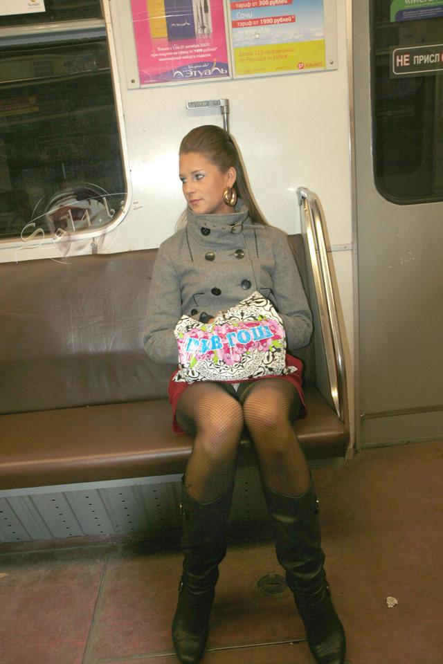 самые посмотрел под юбку в метро раз сидя