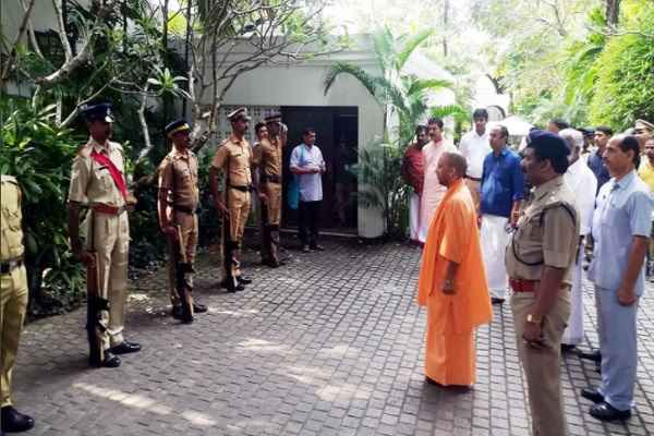 cm-yogi-adityanath-guard-of-honor-in-kerala