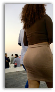 Mujeres bellas faldas entalladas