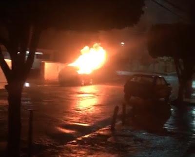 Resultado de imagem para Base da PM em Timbaúba atacada por bandidos e carro queimado