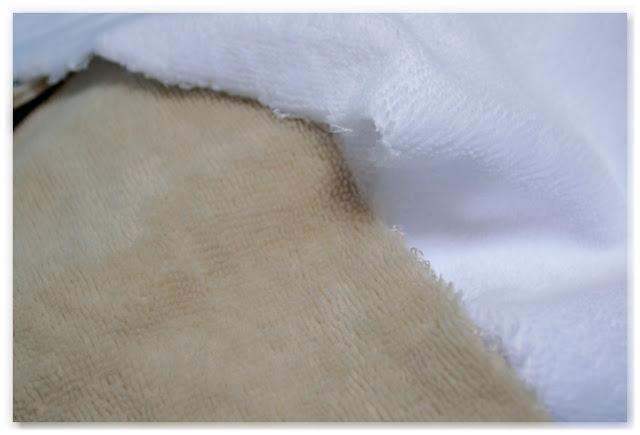 côté velours de tissu éponge bambou beige et blanc
