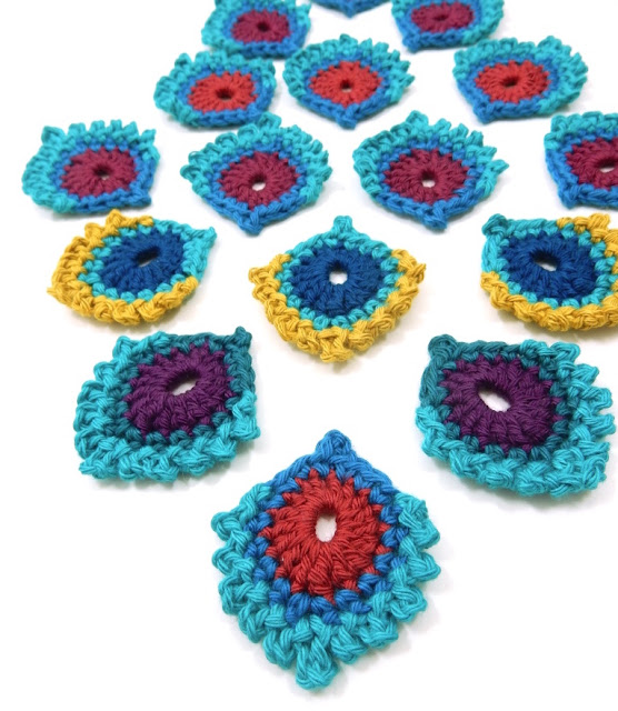mini French peacock feather embellishment the curio crafts room free crochet pattern gift or project pouch