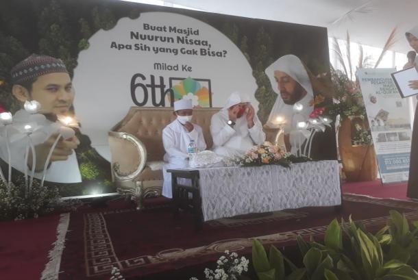 Momen Haru Syekh Ali Jaber Peluk Akbar Pemulung yang Viral
