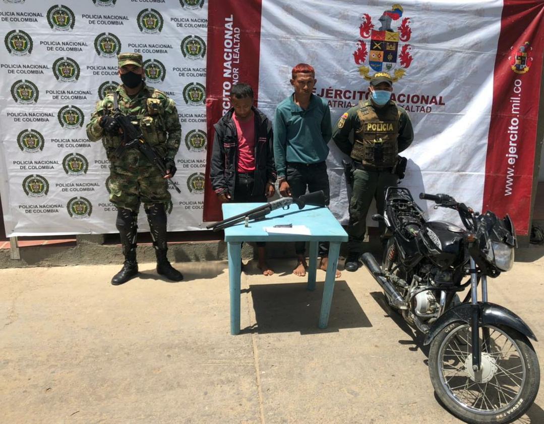 hoyennoticia.com, Andaban en Maicao en una moto con una escopeta ilegal