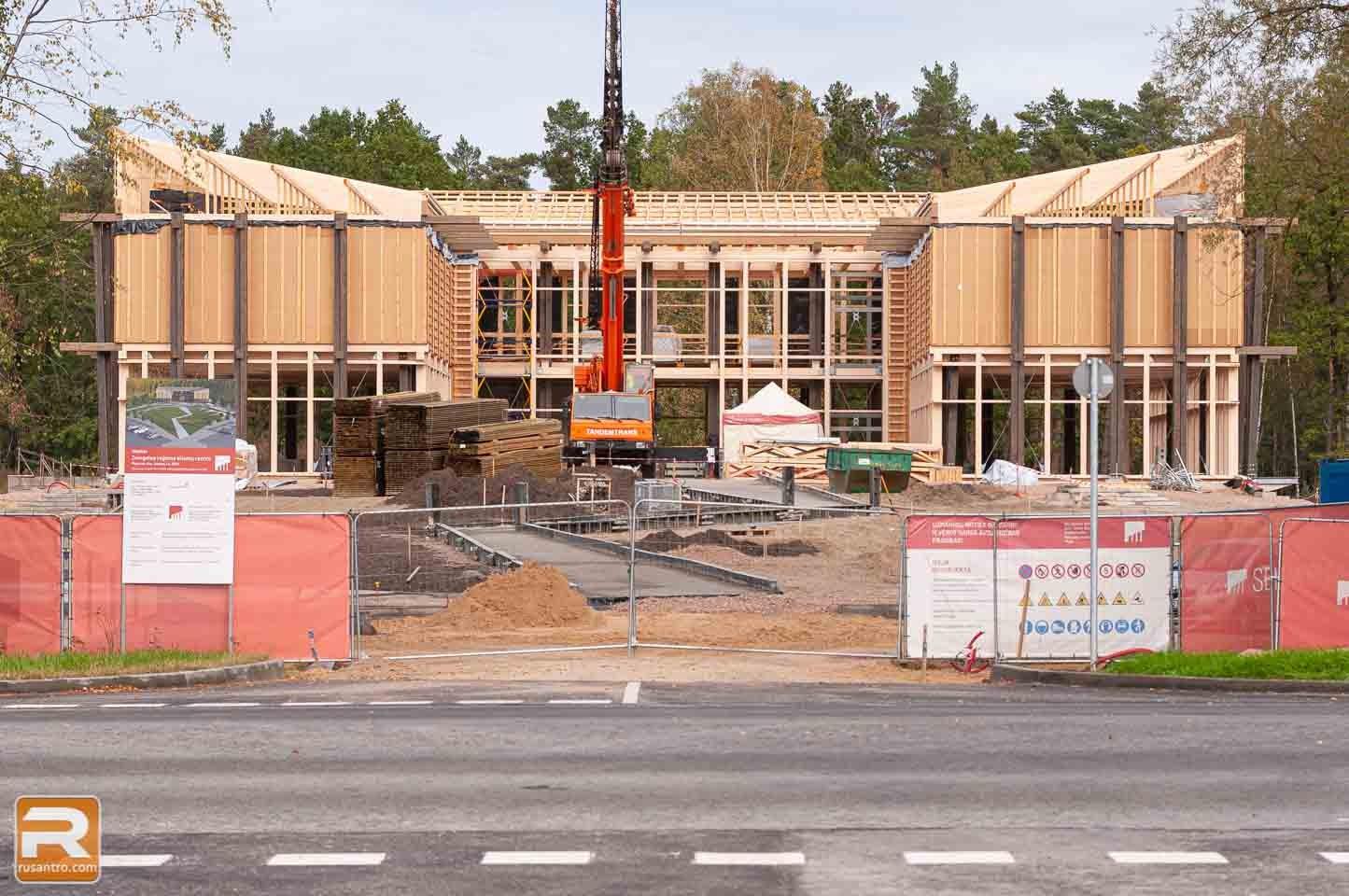 Koka biroja ēka Jelgavā celtniecības laikā