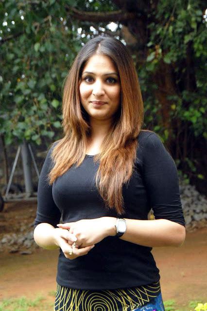 Telugu Actress Gouri Munjal Latest Hot Stills Navel Queens