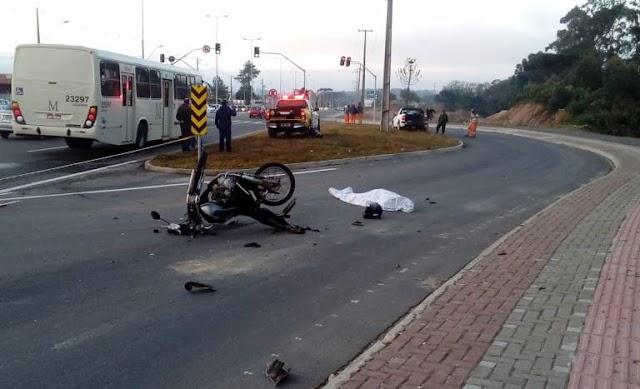 Rodovia da Uva: acidente entre motocicleta e carro deixa um morto