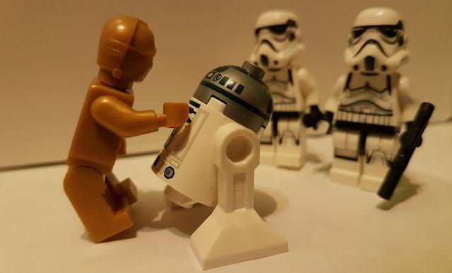 дроиды R2-D2 и C-3PO и штурмовики