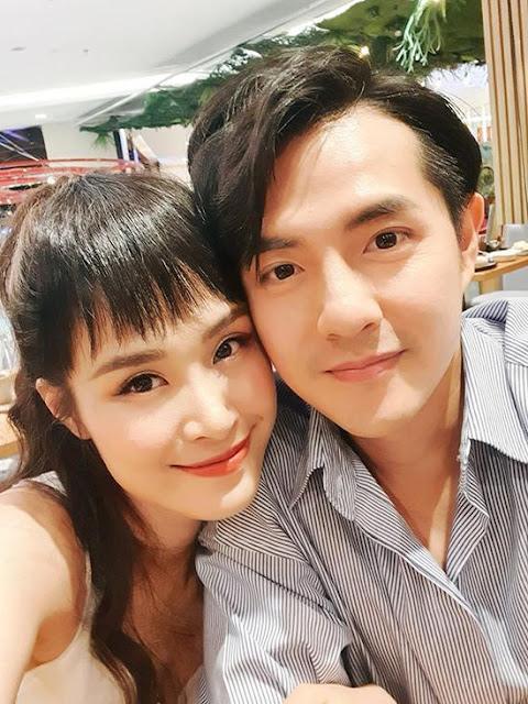 Vợ chồng Đông Nhi hôn nhau dưới hồ bơi