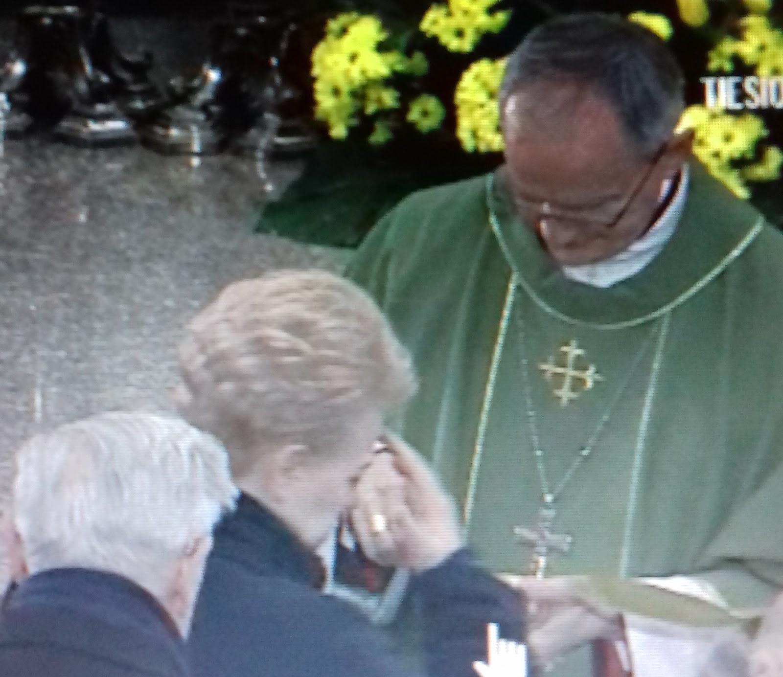 Gerbiamas kunige Alfonsai, krikščionims reikia Šventinto vandens, o buvusiems KGB-istams ir komunistams – dezinfekuojančio skysčio