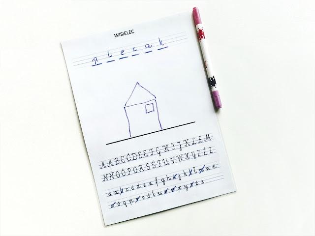na zdjęciu wydrukowana i zalaminowana kartka z alfabetem oraz miejscem na wpisywanie hasła w liniaturze