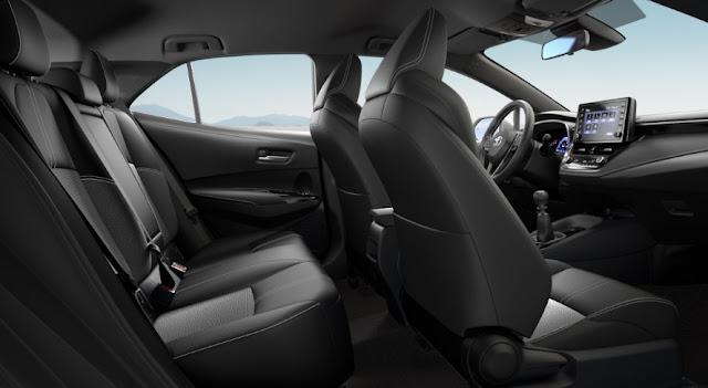 driver-and-passenger-seats-2021-toyota-corolla-hatch