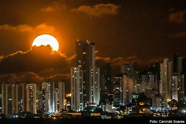 Noite de lual na cidade Grande