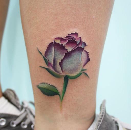 Esse roxo aquarela rose tattoo