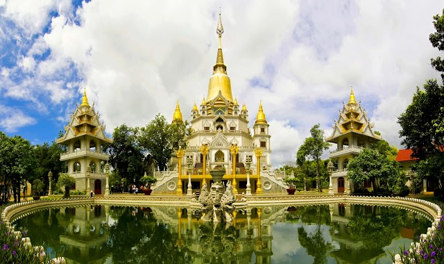 What is outstanding in Buu Long Pagoda in Ho Chi Minh City?