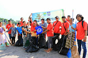 Jelang Akhir Tahun Forum Jurnalis Pariwisata NTB Gelar Kegiatan Bersih Pantai