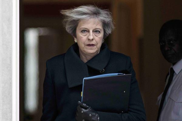تيريزا ماى تعلن عن نية بريطانيا لخرق قوانين حقوق الانسان