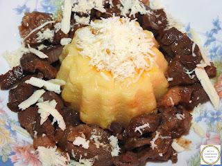 Pastrama de oaie la tigaie reteta de casa retete pastrami carne prajita cu sos de vin mancare friptura mamaliga branza,